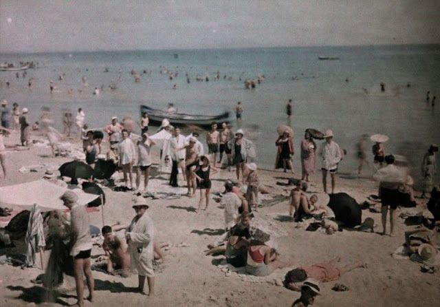 vintage everyday: 27 Rare and Fascinating Color Photographs of Romania in the 1930s
