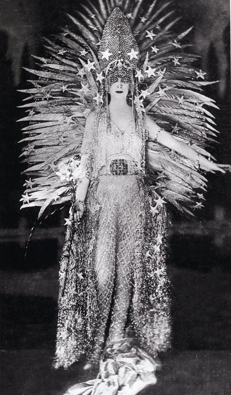"Luisa Casati :: in costume ""Regina della notte"", designed by Léon Bakst, 1922"