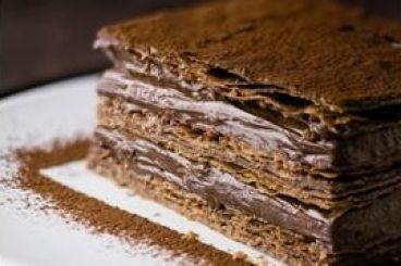 Millefeuille au chocolat, why are you so complicated  Un mille-feuilles léger et croustillant au goût intense de chocolat. Cooking-Chef