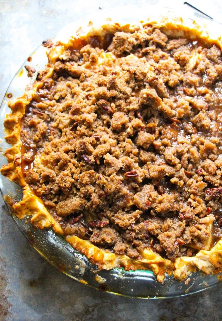 Bourbon Apple Streusel Pie. {BEST PIE EVER} - Layers of Happiness