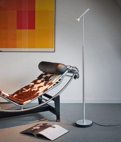 De Vloerlamp Topoled is fijn om bij te lezen en licht ook nog eens je leesstoel prachtig uit voor een aangenaam accent!