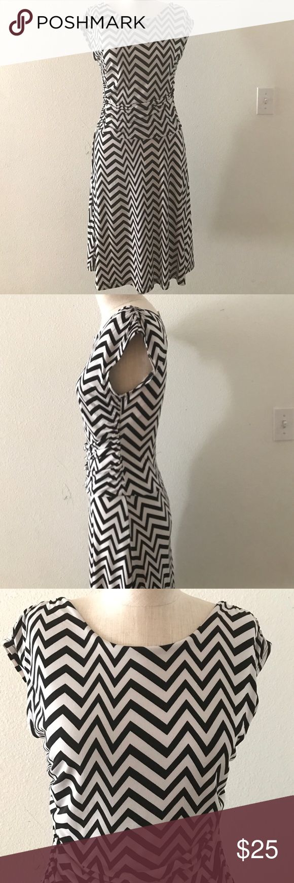 New without tags chevron dress New without tags, never worn. 95% polyester, 5% spandex En Focus Studio Dresses Midi