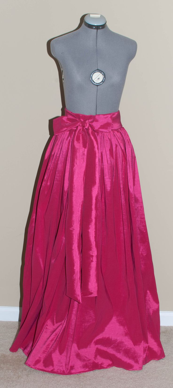 The Ball Gown Diy: Taffeta Full Skirt Tutorial + link to tutorial for short, pleated skirt with pockets