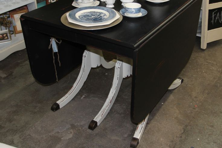 Love this table in black and white Beckwithtreasures.com
