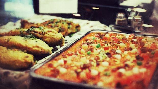 Πακιστανικό εστιατόριο, απο έξω περίεργο, ίσως να μην θέλεις να πας μόνος σου. Μενάνδρου 12+14 είναι τα φαστ/food