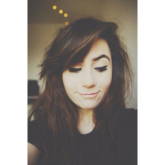 """[Dodie] """"i thINK I HAVE A CRUSH ON A HUMAN MALE THAT IS NOT A FICTIONAL CHARACTER AND I DONT KNOW WHAT TO DO?!"""""""