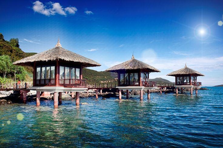 Htel Vinpearl Luxury Nha Trang - eines unserer Top 10 der Überwasser Bungalow Hotels! http://checkin.trivago.de/2014/10/13/die-top-10-der-ueberwasser-bungalow-hotels/