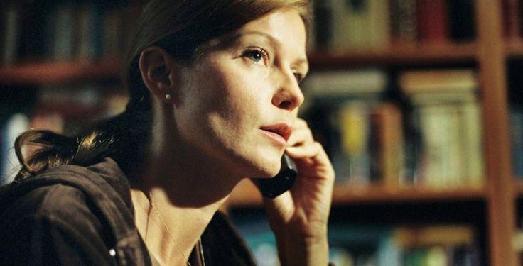 """""""Die Anruferin"""" - Kino-Tipp - """"Die Anruferin"""" zeichnet subtil das Psychogramm einer Frau mit Doppelleben. Valerie Koch und Esther Schweins überzeugen als Darstellerinnen."""