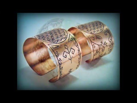 Bratarile din cupru sunt gravate manual cu simboluri sacre romanesti, respectiv Floarea Vietii.  Mai multe creatii in cupru ,alama, otel inoxidabil sau sticla gravata gasiti pe site-ul de prezentare: http://hadarugart.weebly.com/