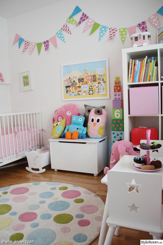 barnrum,färgglatt,gosedjur,uggla,robot,tavla,littlephant,klossar,jabadabadoo,vimplar,kista,förvaring,spjälsäng,dockvagga,tavellist,rosa,prickig matta,kakfat