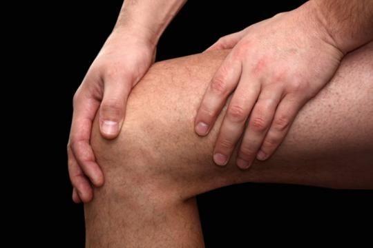 Najczęściej wymieniane przyczyny bólu stawów to stany zapalne, choroby zakaźne, urazy i kontuzje. W leczeniu dobre rezultaty przynosi stosowanie ziół.