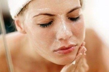 Как делать пилинг лица дома косметическими и народными средствами - рецепты скрабов и проведение процедуры
