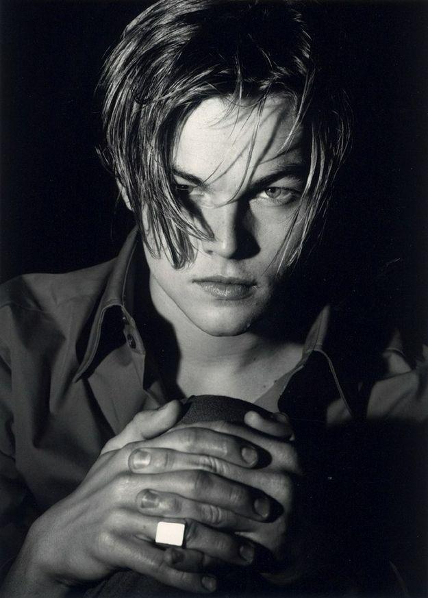 Era a coisa mais linda, um cabelo comprido de rock star com um toque repicado e bagunçado. | Um tributo ao cabelo que Leonardo DiCaprio tinha nos anos 90