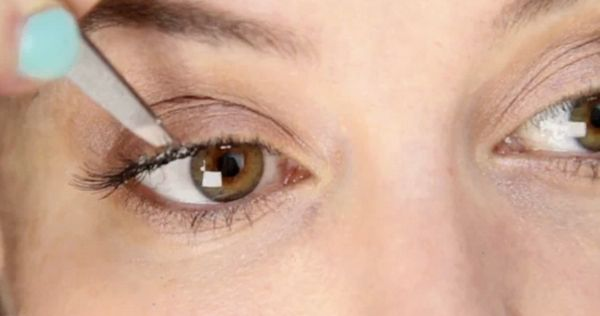 Individual fake eyelashes - This is a beginner's guide to applying individual fake lashes. It's part of a series of two films, the other being a beginners guide to strip lashes. Individual lashes give a very different feel to strip lashes because they are less uniform so the effect is more ran...
