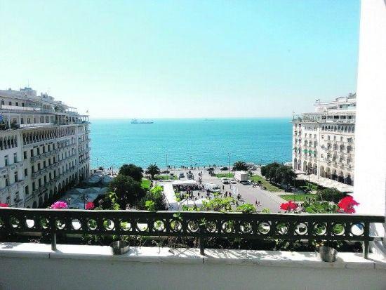 Άνοιξε για πρώτη φορά το σπίτι του ζεύγους Τέλλογλου. Το ωραιότερο μπαλκόνι της Θεσσαλονίκης κρύβει πίσω του μία μακρά ιστορία τέχνης.…