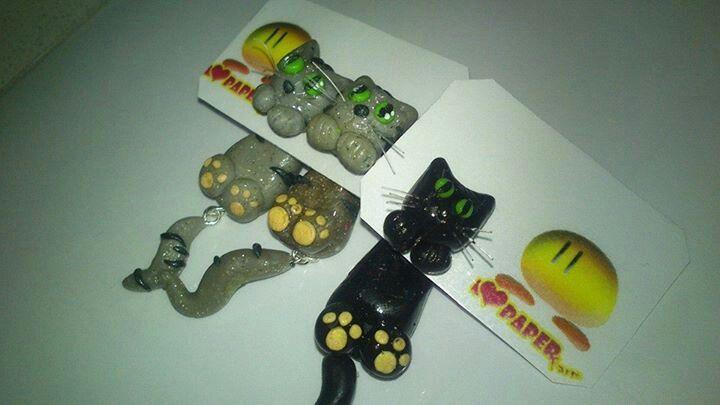 Orecchini gattosi