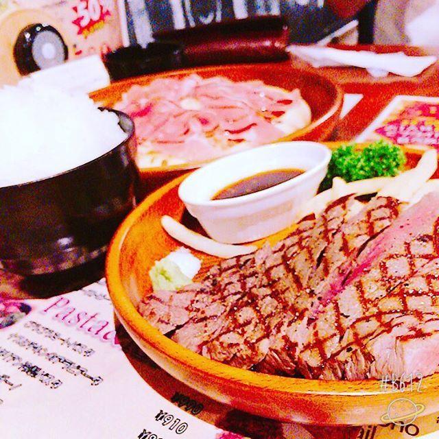 . 痩せる宣言した日に肉バル😋笑 食べ過ぎた…(°_°)笑 #腹八分目がわからない #満腹もわからない #食べ過ぎ #肉バル #肉 #飛騨牛 #ステーキ #生ハム #ピザ #白いご飯 #リバース