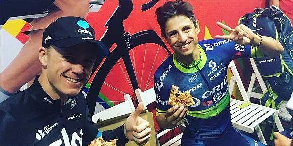 Froome y Chaves comiendo pizza tras la carrera.