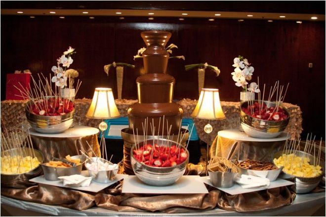 La fontaine de chocolat ou le dessert qui fera chavirer le cœur de tous vos gourmands d'invités. Un dessert original et ludique qui plaira a...