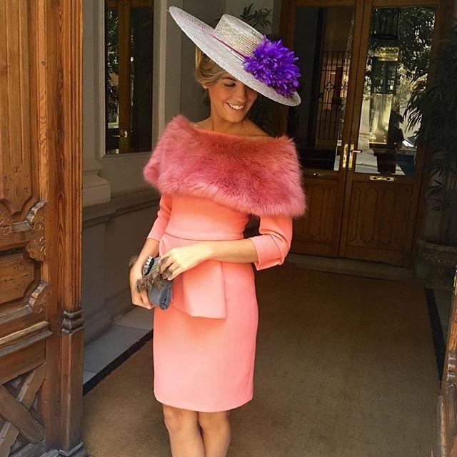 Look clásico, color especial. Estola top.#invitada10
