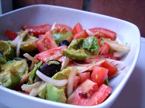 Salade pour dégonfler le ventre et purifier l'organisme.