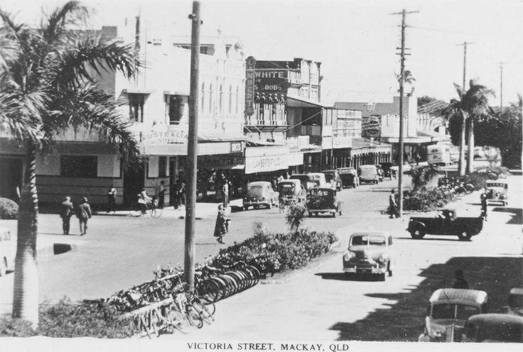 Victoria Street, 1940s, Mackay, Queensland / Mackay Regional Council Libraries Image No: 05504 mackay.qld.gov.au | thefashionarchives.org