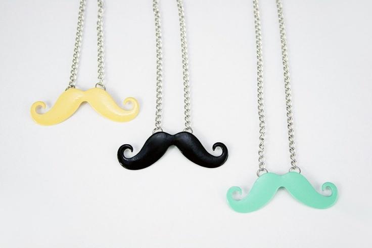 `Spring & summer mustaches` snorren kettingen pastel kleuren, mintgroen