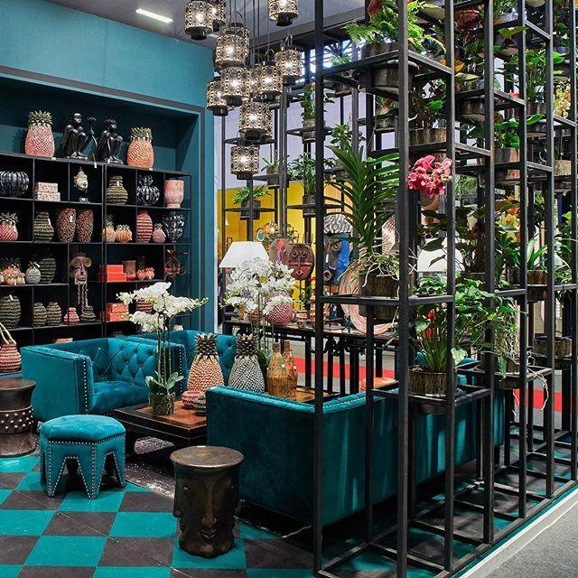 Life in blue !   @asiatides_paris - Hall 3  -  Copyright @_elodiedupuis_  #MO18 #paris #event #eventparis #deco #design #homedecor #homedesign #inspiration #archi #instagood #decoration #interior #architecturelovers #showroom #blue #velvet