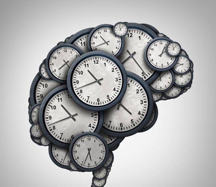 Γνωρίζετε ότι οι άνθρωποι χωρίζονται σε 4 κατηγορίες χρονότυπων; Ο κλινικός ψυχολόγος Michael Breus, διπλωματούχος της Αμερικανικής Επιτροπής Ιατρικής του Ύπνου και μέλος της Αμερικανικής Ακαδημίας Ύπνου έχει γράψει δεκάδες ιατρικά βιβλία που αφορούν την χρονοβιολογία του ατόμου. Στο τελευταίο του βιβλίο όμως, «Η Δύναμη του Πότε«, που κυκλοφορεί στην Ελλάδα από τις Εκδόσεις Διόπτρα, …