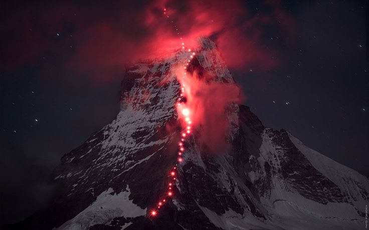 Hundreds Of Mountaineers Climb The Alps For Epic Photoshoot http://www.boredpanda.com/alpine-mountain-photography-matterhorn-robert-bosch-mammut/