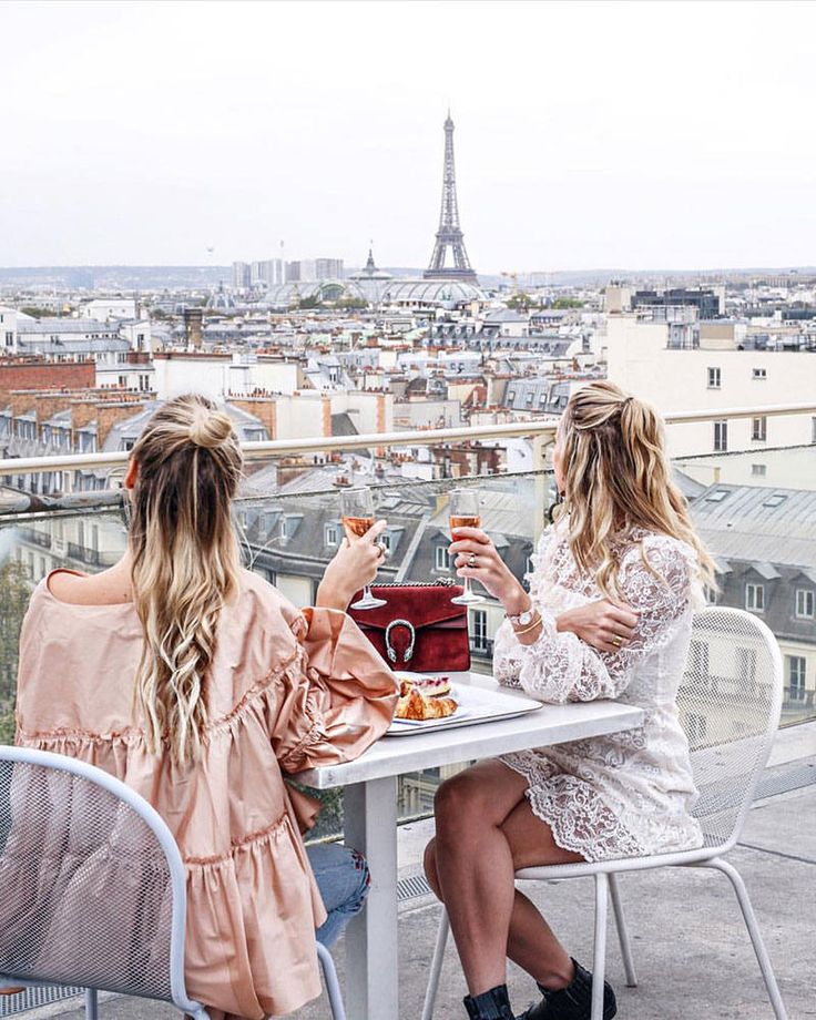 Dreaming in Paris with your BFF!