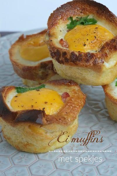 """Voor de Paasbrunch: Ei  """"muffins""""   3 sneetjes brood (tijger brood bv.) 6 the. spekreepjes  zout & peper peterselie 6 eieren boter Zie *Bron met foto's"""
