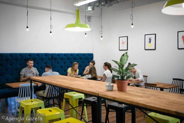 Avocado Gdansk Ul Wajdeloty 25 1 Ul Obroncow Wybrzeza 2 Conference Room Table Decor Home Decor