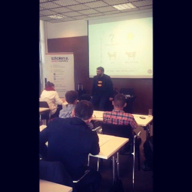 """Kogo tak naprawdę boli #rebranding? Na to pytanie odpowiedział @paweltkaczyk podczas wtorkowego szkolenia """"Jak zbudować silną markę własnej firmy?""""! Sami zobaczcie!   Macie jeszcze szansę zapisać się na szkolenia w #warszawa: http://bit.ly/ssm-waw"""
