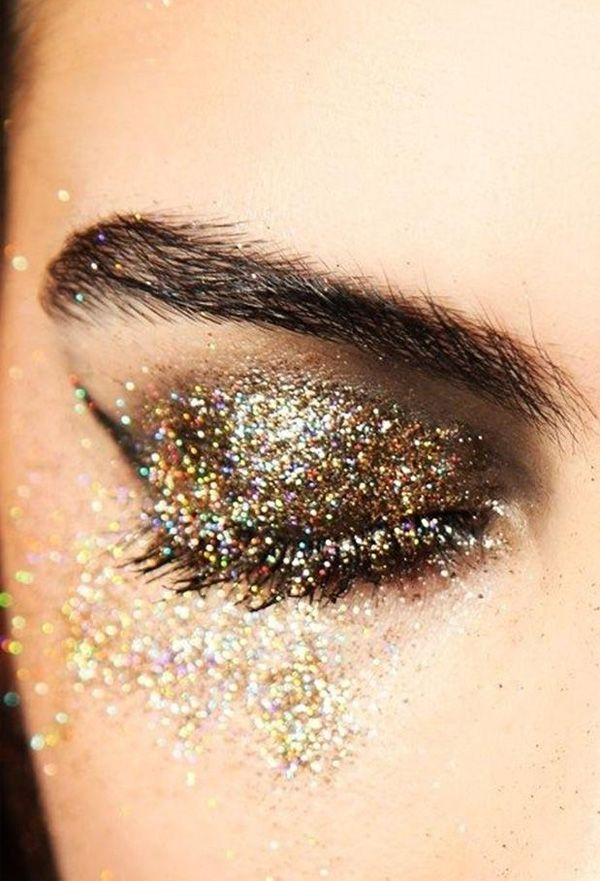 No Carnaval, ousar no make é praticamente essencial, né?! Se inspire nessa make e invista no dourado e no glitter para brilhar muito!