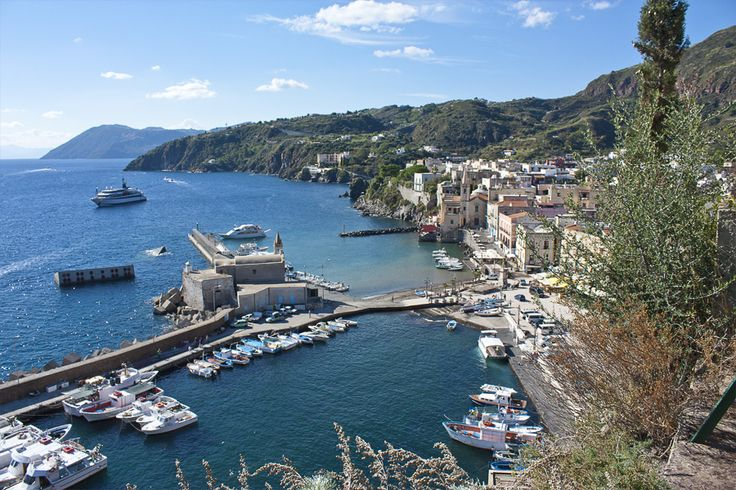 il Porto di Marina Corta a #Lipari - Il blog tour #eolietour13 organizzato da Imperatore Travel alle Isole Eolie  #eolietour13 ->