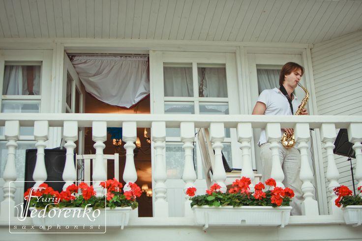 Саксофонист, сюрприз, балкон, саксофон, свадьба, свадебный декор, оформление свадьбы, стильная свадьба, saxophone, saxophonist, event, wedding, surprise, balcony