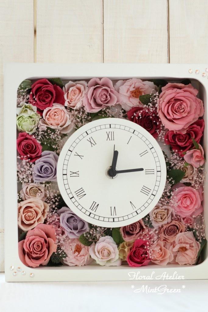 プリザーブドフラワーをたっぷり詰め込んだ花時計型のBOXアレンジ¥13800