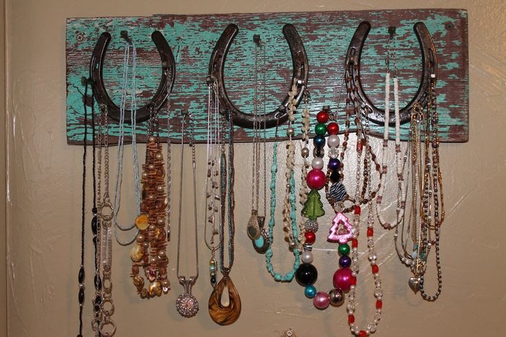 Babblings and More: Horseshoe Necklace Holder