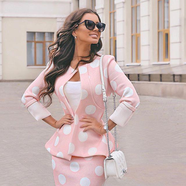 Говорят, что когда женщина счастлива- она ведёт себя как ребенок) А когда @disash.dress одевают тебя как куклу- наступает полная эйфория )) 😄 что скажете? как я вам в таком амплуа?)) 🌸 #barbiegirl
