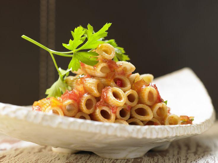 Penne all'arrabbiata (Nudeln in scharfer Tomatensauce)   Kalorien: 414 Kcal - Zeit: 30 Min.   http://eatsmarter.de/rezepte/penne-all-arrabbiata