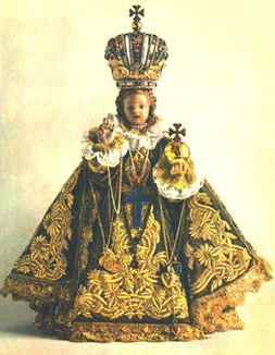 Did you know that the original Infant of Prague was owned by St Teresa of Avila? Here's the story:  In 1628 the small, 19″ wooden, wax coated statue was given by the Spanish princess Polyxena Lobkowicz to the Discalced Carmelites. The princess who was Spanish, had received the statue as a wedding gift in 1603 from her mother, María Manrique de Lara y Mendoza, a Spanish noblewoman.