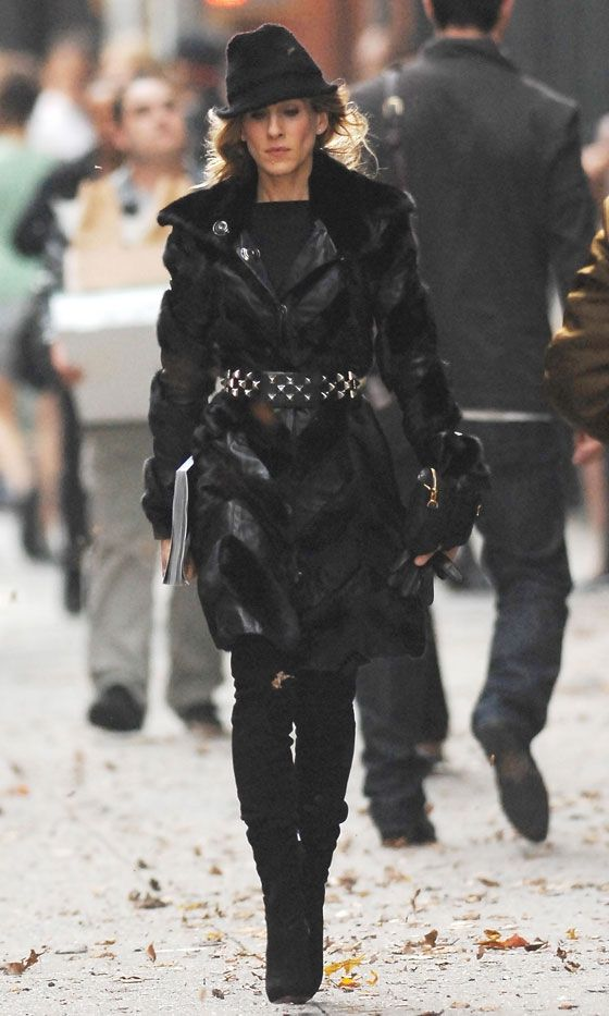 Carrie Bradshaw Wearing A Black Fur Coat And Trilby, SATC The Movie