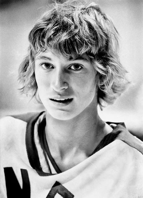The greatest NHL player to lace up skates - Wayne Gretzky.