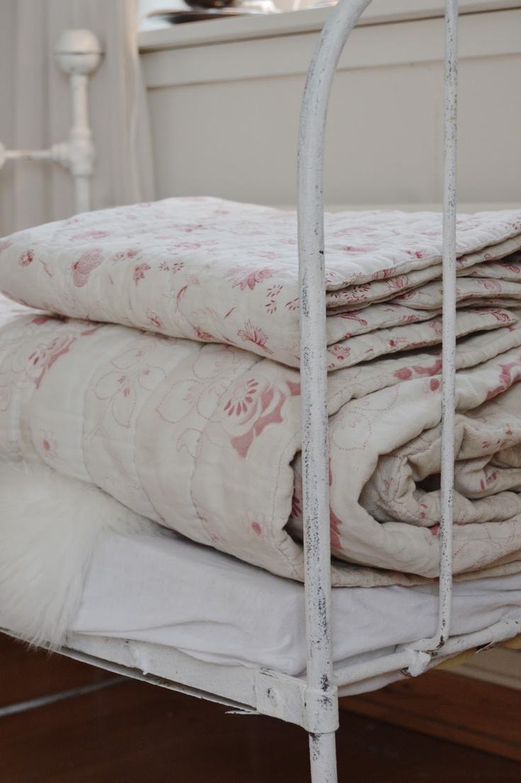 quilts / vintage iron