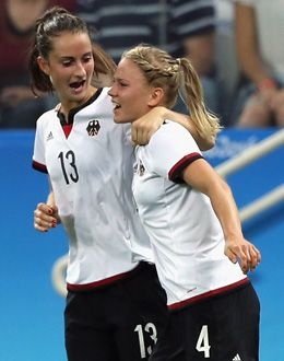 Sara Däbritz (links) und Leonie Maier