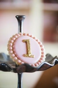 pink & gold first birthday cookie (link does not lead to original source and/or tutorial).