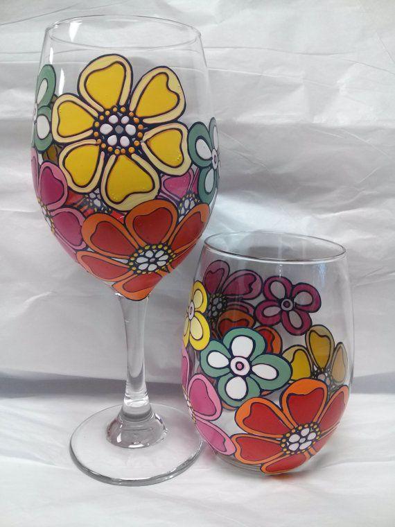 Verre à vin sertie de 2 fleurs tropicales colorées de peintes à la main
