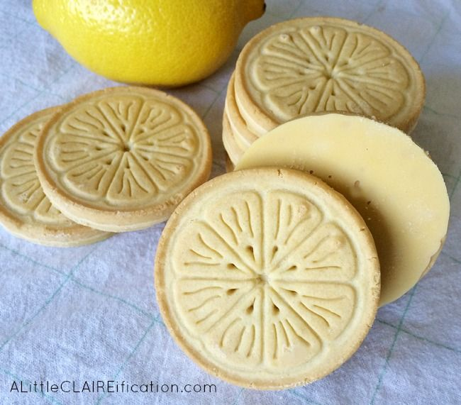 This easy Lemonade Cookie Gelato recipe is so delicious - made with Lemonades Girl Scout Cookies or a lemon creme filled cookie of your choice.