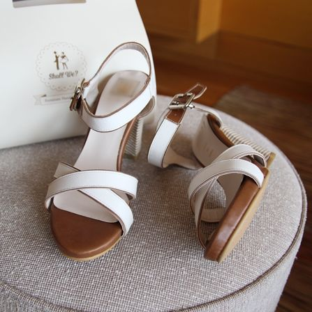 Korea Womens Luxury Shopping Mall [mimindidi] #koreafashionshop #Fashionwomen #korea #dailylook #dailyfashion #outer #tops #blouse #knit #cardigan #dress #skirt #pants #bag #shoes #acc #summerwear #koreafashion #shoes #summershoes #dailyshoes #romanticshoes #luxuryshoes Caribbean shoes / Size : 225~245 mm / Price : 62.05 USD
